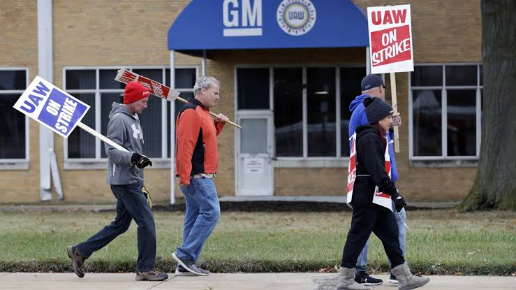 UAW Approves Fiat Chrysler's Beneficial Labor Deal Finally